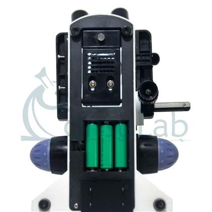 Microscópio Biológico Trinocular com Ampliação de 40x até 1000x (opcional até 2000X), Iluminação LED e Suporte para Bateria Recarregável